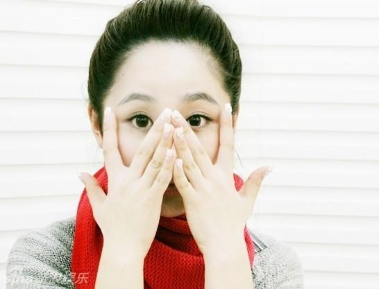 杨紫可爱表情五连拍