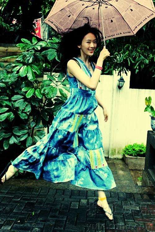 童瑶素颜长裙写真 尽享慢生活的娴静舒适