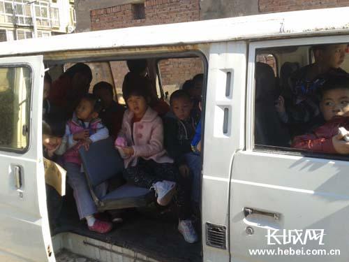 扬州:报废车当小学拉小学生被查时竟载22人校车v小学香河图片