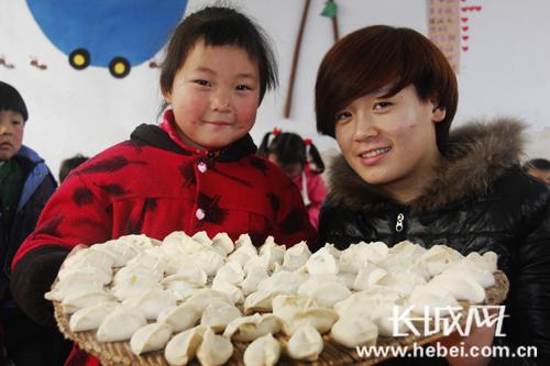 邯郸广平:单庄幼儿园的小朋友包饺子