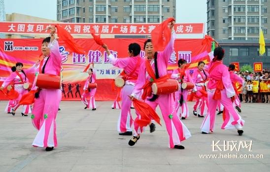 平泉举办首届广场舞大赛 活跃生活 舞出风采