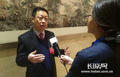 人大代表郭艺芳接受长城网记者采访。长城网 李全 摄