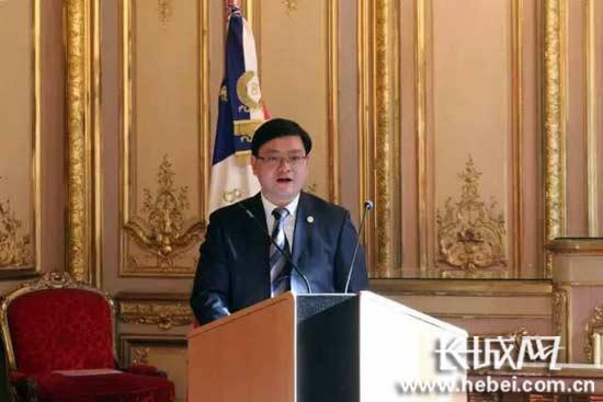 中国驻巴黎旅游办事处主任沐昱玮也上台致辞对代表团来访表示欢迎。