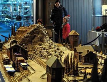 波兰:500公斤巧克力做铁路模型