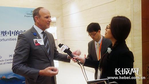 美国安利公司总裁德·狄维士接受长城网记者专访。长城网 李全 摄