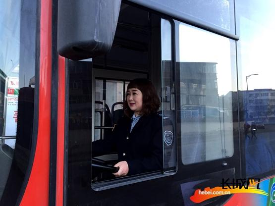 """公交""""活雷锋""""李素青:做好本职工作 受到乘客认可"""