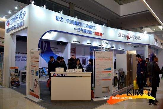 知名空调品牌参加展览会。