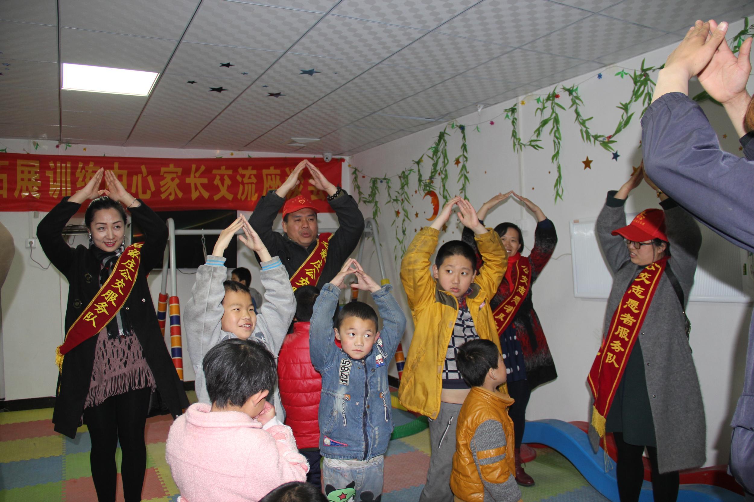 公交志愿者走进超凡智障儿童训练基地关爱儿童