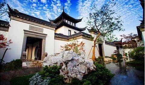 """马云 中国内地首富马云据说坐拥数套别墅豪宅,其中一套位于""""上有天堂,下有苏杭""""的杭州,背山面水,风景秀丽。"""