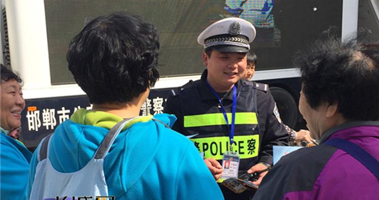 邯郸:交安宣传进农村 警民携手话平安