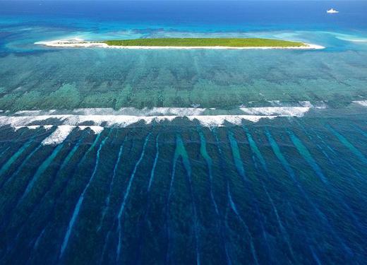 西沙群岛上的美丽海上驿站