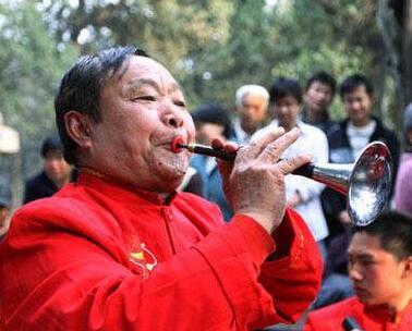 """保定徐水农民吹拉弹唱迎""""五一"""""""