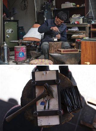 在云南大理州鹤庆县,有一个新华村,住着全中国最鬼斧神工的一批老银匠