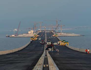 港珠澳大桥隧道即将合龙