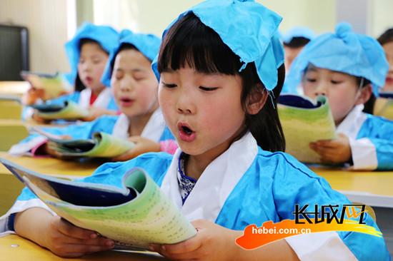 广平答案年级进弟子小学生着汉服诵读课堂规小学经典语文寒假四v答案国学图片