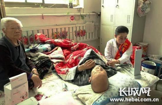 迁安医疗志愿者进村入户开展义诊活动