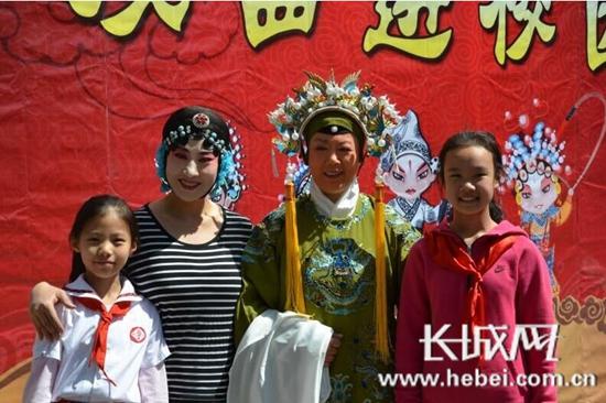 戏曲进校园 欣赏国粹艺术弘扬传统文化