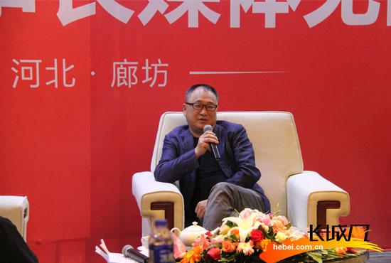 中南传媒董事长龚曙光回答记者提问。长城网 尹智 摄