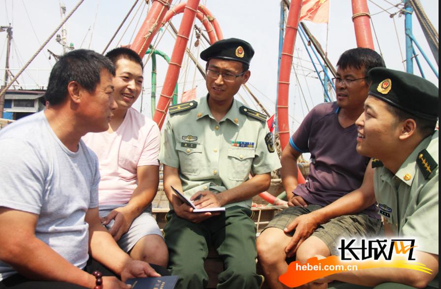 沧州边防支队利用休渔期时间对渔民进行普法宣传