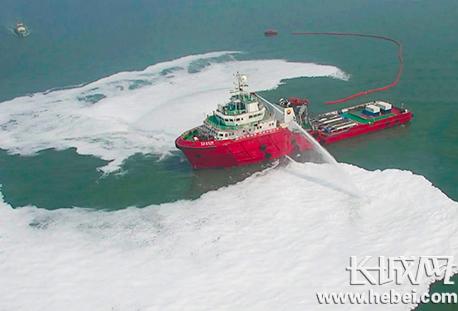 曹妃甸海域举行溢油应急演习