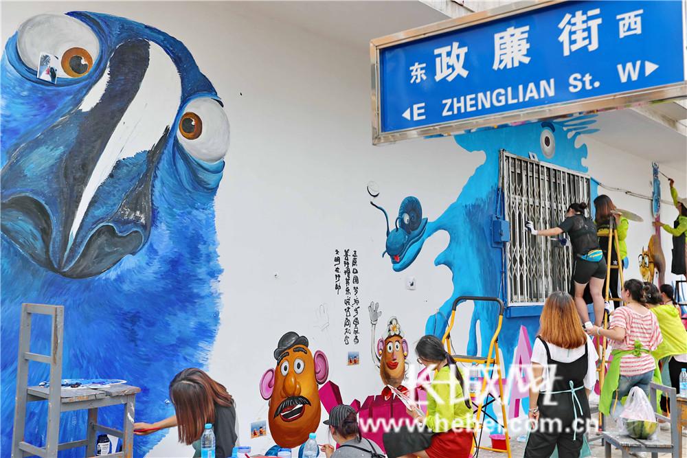 澳门星际岛社区老旧墙体变身涂鸦艺术墙