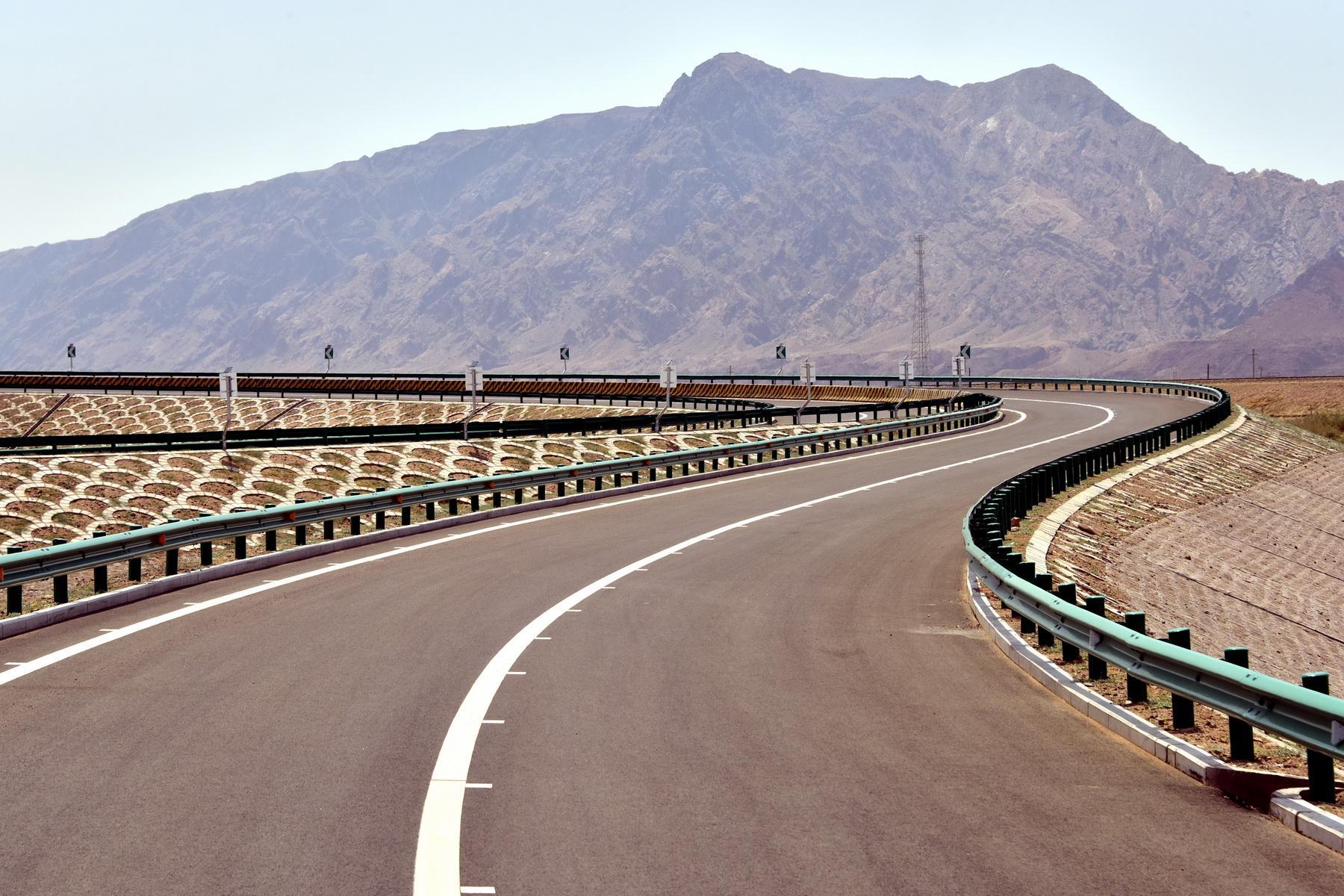 高速公路里程居世界第一 骨架网络正加快贯通