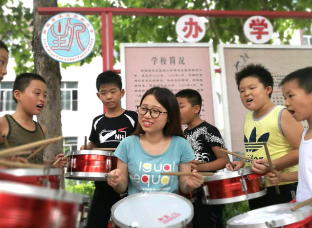 """乡村少年宫让孩子享受""""艺术味""""十足的快乐[高清]"""