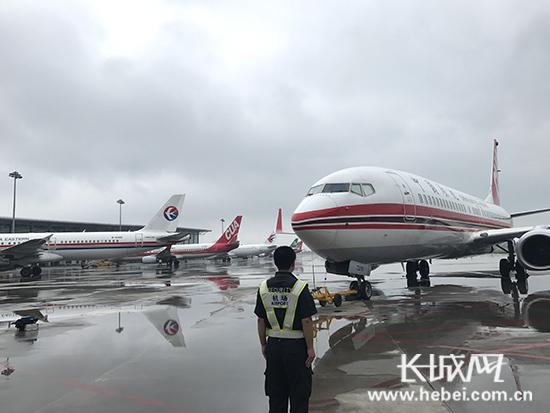 雷雨席卷北京、天津 石家庄机场接9架备降航班