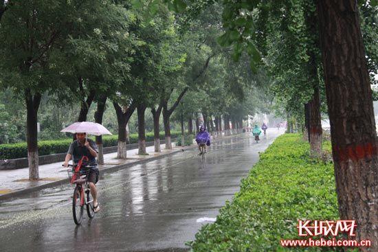 【燕赵妹说天气】雨水又来! 周末外出需防雷雨天气