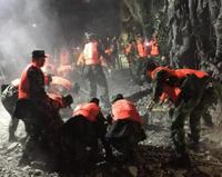 武警166名官兵奋战救灾一线 千余名官兵担负机动增援任务