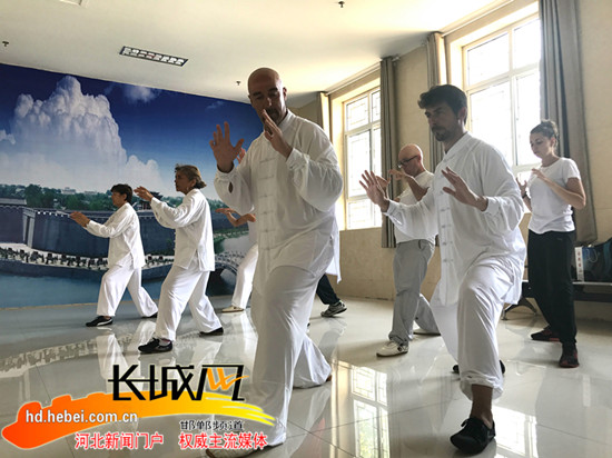 永年区 80余名法国太极拳爱好者到广府古城寻根