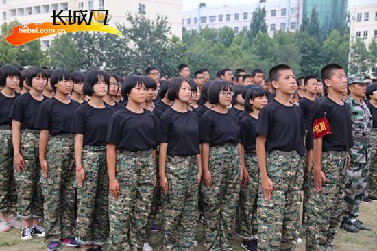 武安三中高一新生军训典礼掠影图片