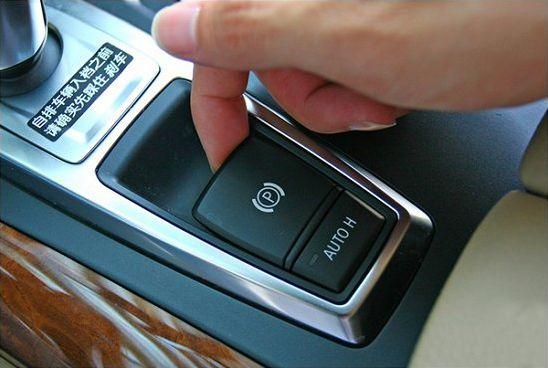电子手刹和电子驻车有啥区别 究竟有何用处
