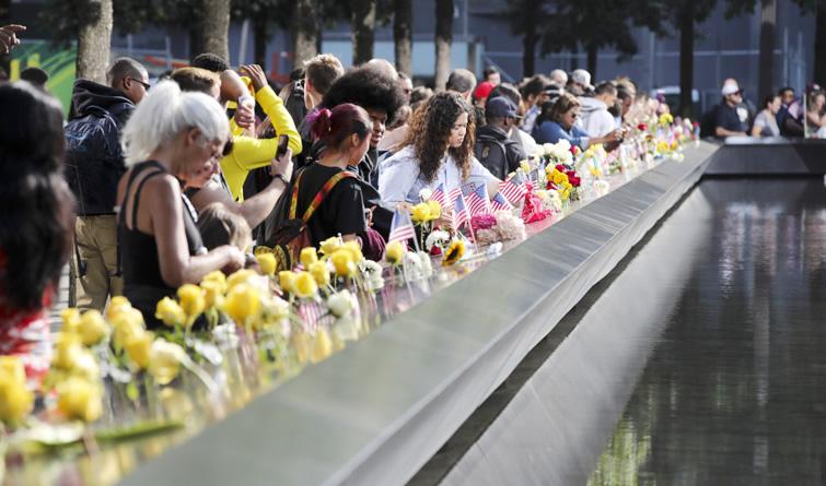 """美国民众悼念""""9·11""""事件遇难者"""