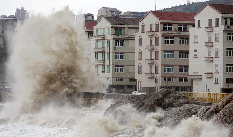 """超强台风""""泰利""""逼近 浙江沿海出现8-11级大风"""