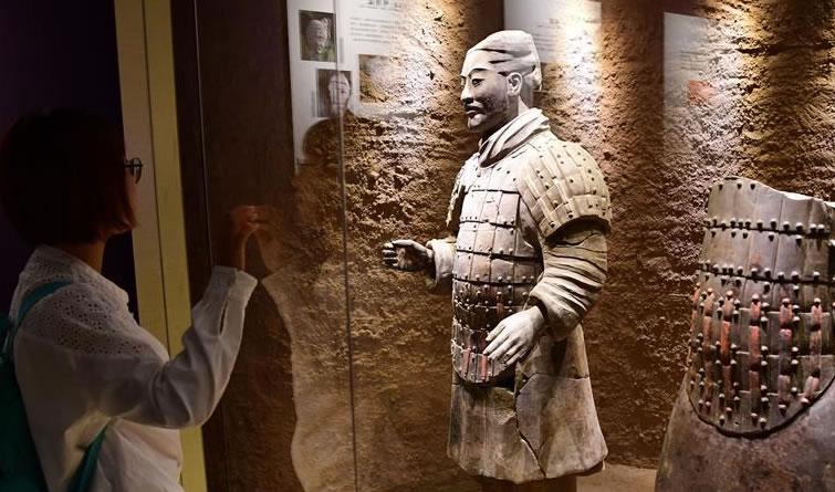 """一个你未曾见过的彩色世界——还原秦始皇帝陵兵马俑的""""中国色彩"""