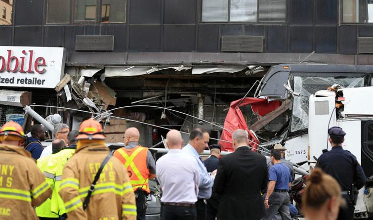 美国纽约发生客车相撞事故3人死亡