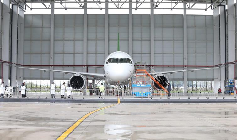 国产大型客机C919新获130架订单 计划投入6架试验机开