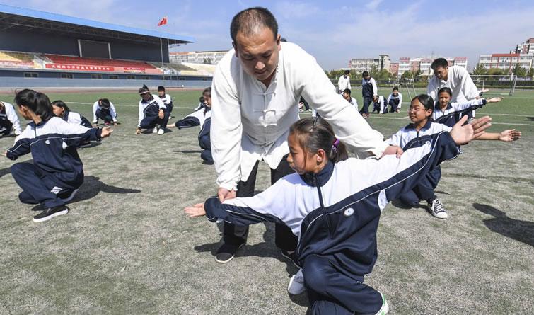 大城:非遗文化进校园 学生打起太极拳