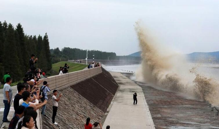 八月钱江观大潮