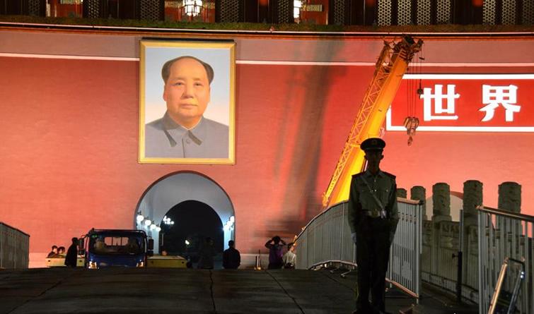 迎国庆天安门城楼更换毛主席画像