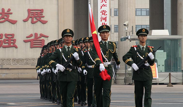 """河北省会隆重举行""""升国旗、唱国歌""""仪式"""
