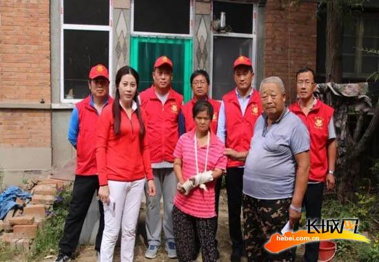 安新县爱心公益志愿者协会看望困难家庭。志愿者协会 供图