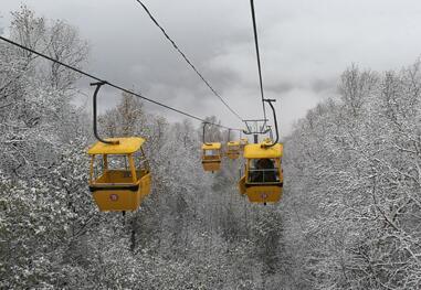 涞水野三坡白草畔景区降初雪 山林风景旖旎