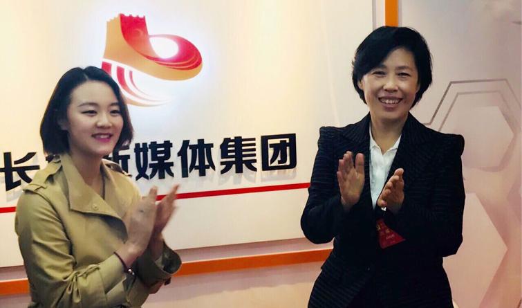 田向利看望长城新媒体集团党的十九大前方报道组