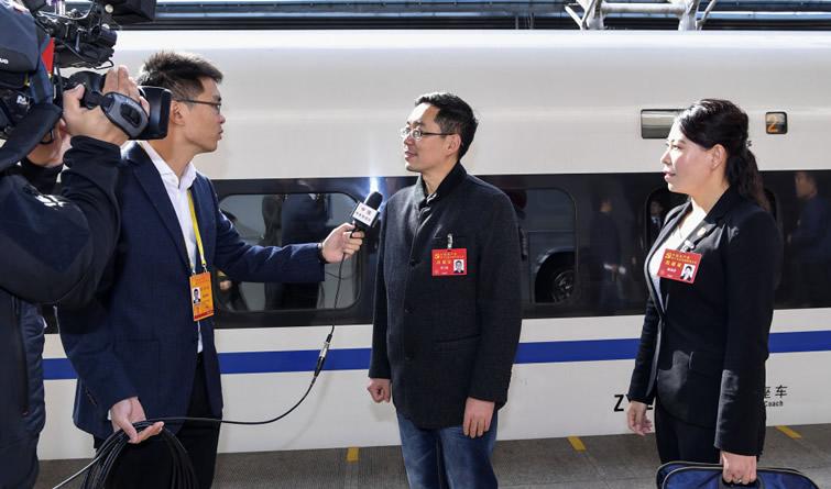 出席十九大的河北代表团抵京
