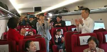 河北省出席党的十九大代表赴京 希冀祖国更加美好