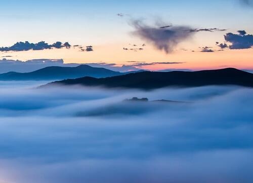 长治:降雨降温 板山频现云海景观