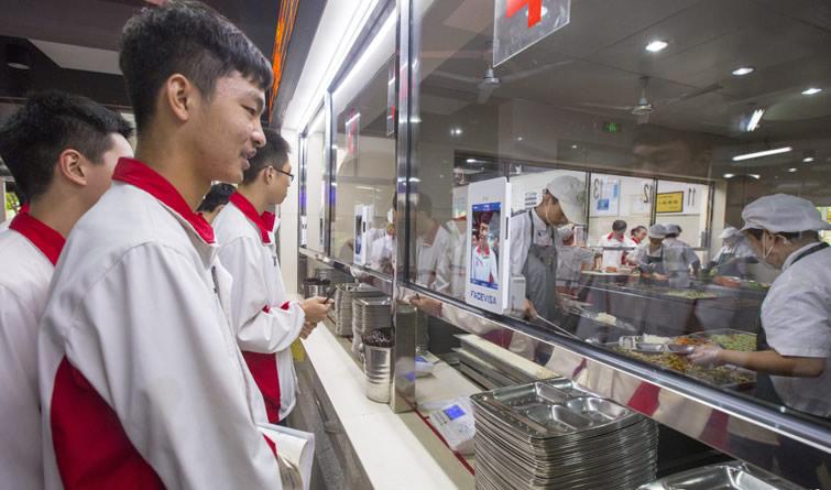 杭州一中学食堂推出刷脸点餐 整个过程只需8秒