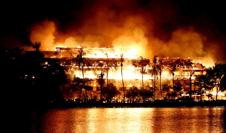 缅甸仰光一知名老酒店发生大火